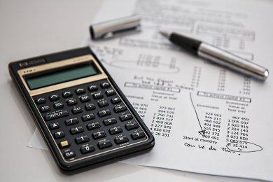 Calculator with financials
